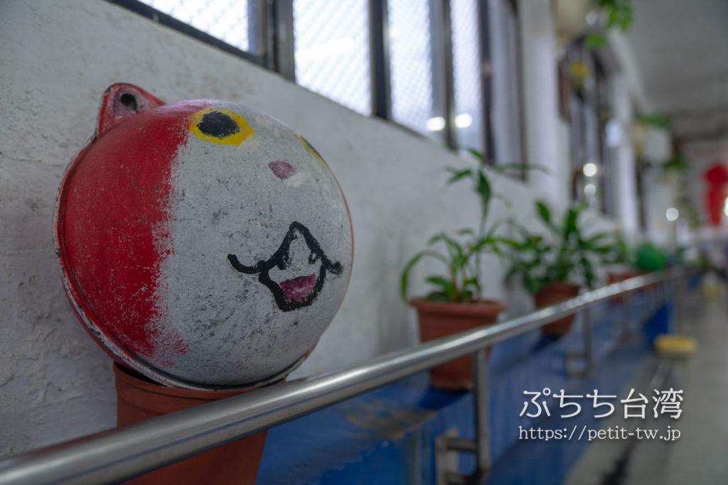 台湾の猴硐猫村の駅のジバニャンオブジェ