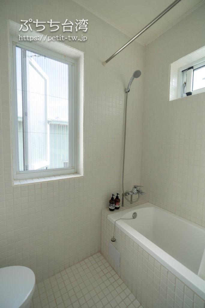 台南のAirbnb 小巷旺宅のバスルーム