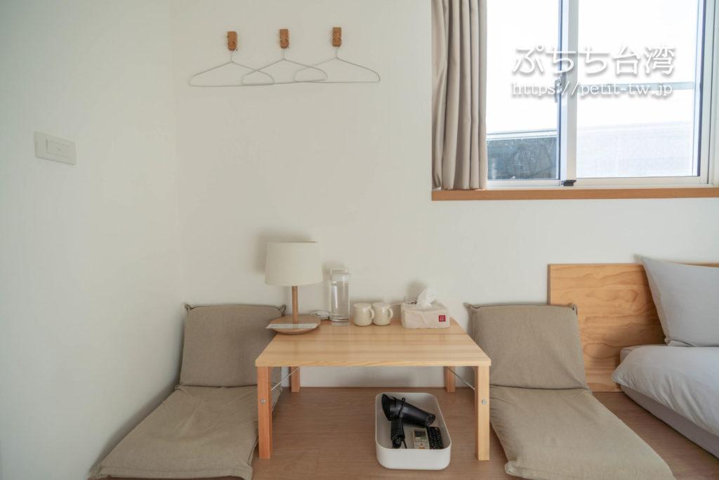 台南のAirbnb 小巷旺宅の客室のソファ