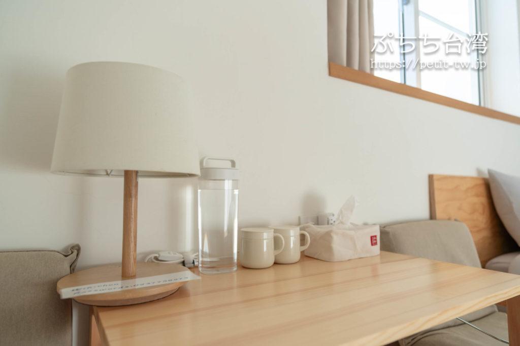 台南のAirbnb 小巷旺宅の客室のテーブル
