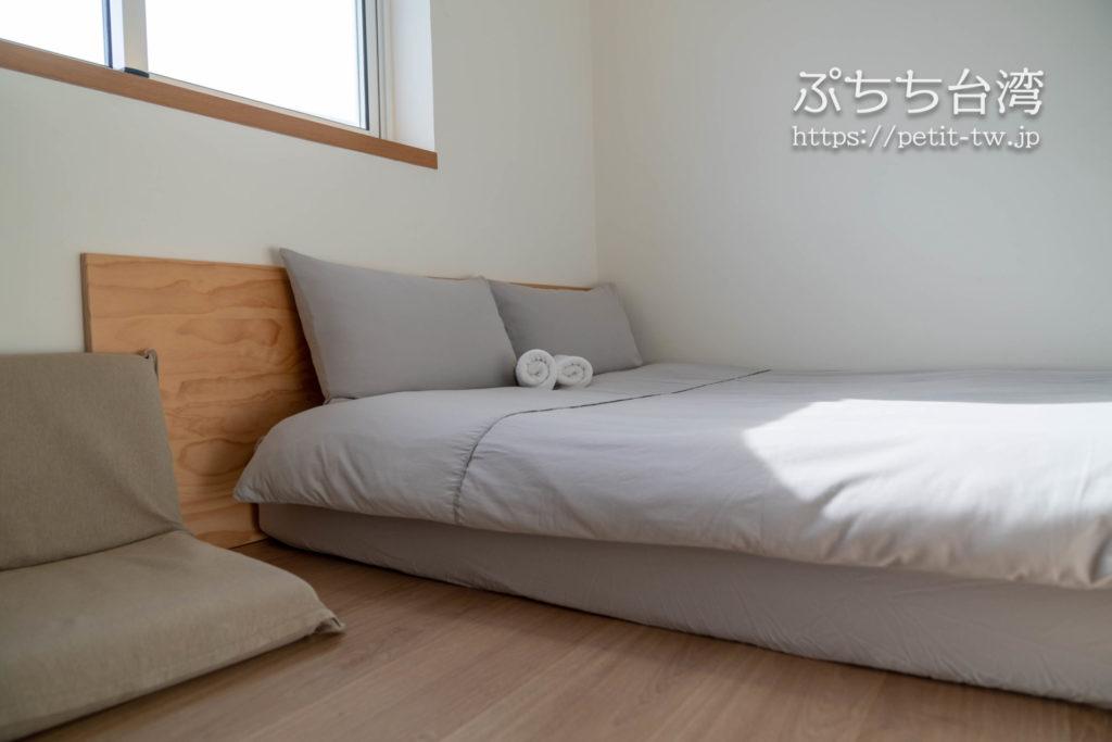 台南のAirbnb 小巷旺宅のダブルベッド