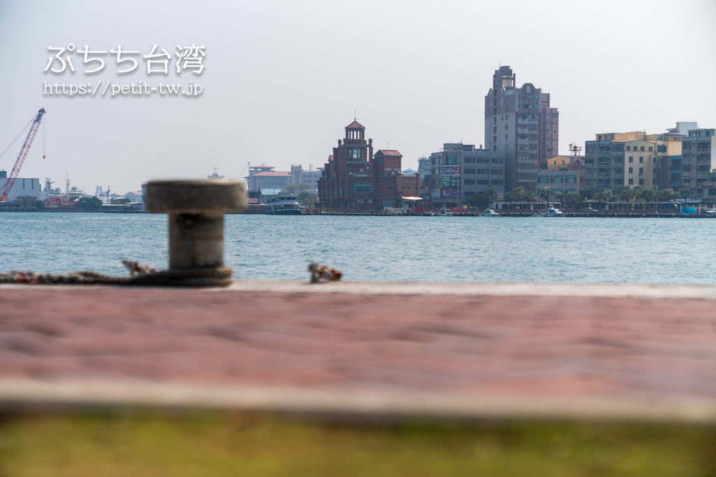 打狗英国領事館文化園区の前の高雄港