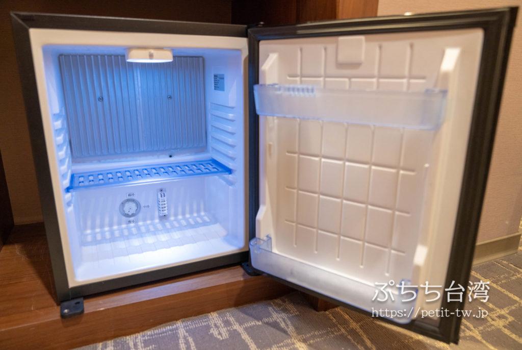 オレンジホテル ウェンフア 嘉義(フォルテオレンジビジネスホテル、福泰桔子商旅 文化店、Orange Hotel Wenhua Chiayi)の部屋の冷蔵庫