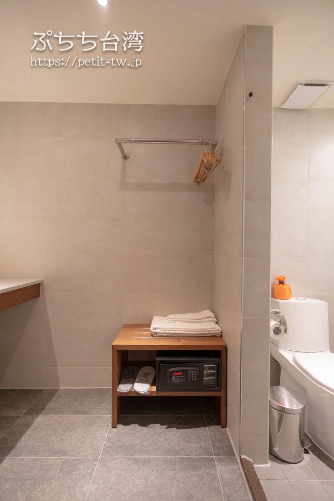 オレンジホテル ウェンフア 嘉義(フォルテオレンジビジネスホテル、福泰桔子商旅 文化店、Orange Hotel Wenhua Chiayi)の部屋のラゲッジスペース