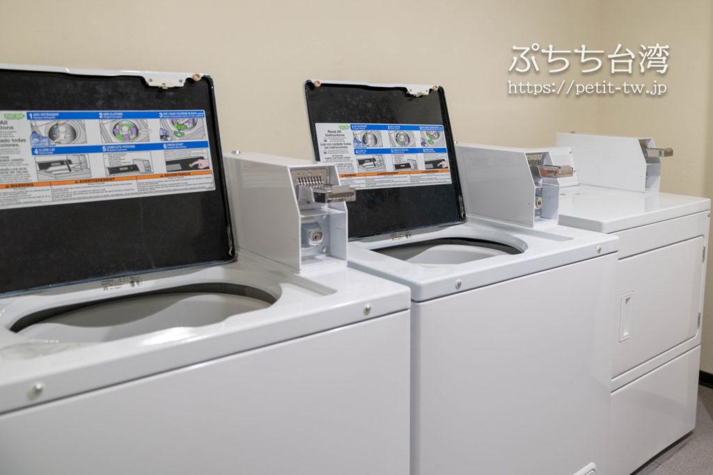 オレンジホテル ウェンフア 嘉義(フォルテオレンジビジネスホテル、福泰桔子商旅 文化店、Orange Hotel Wenhua Chiayi)のコインランドリー 洗濯機