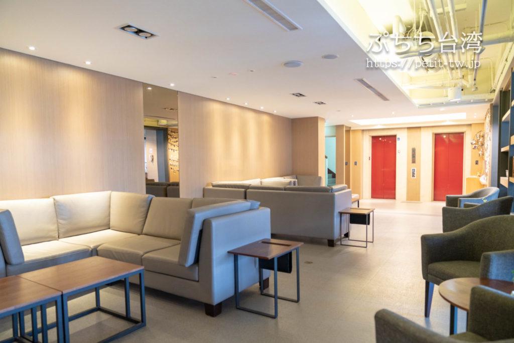 オレンジホテル ウェンフア 嘉義(フォルテオレンジビジネスホテル、福泰桔子商旅 文化店、Orange Hotel Wenhua Chiayi)の共用ラウンジ