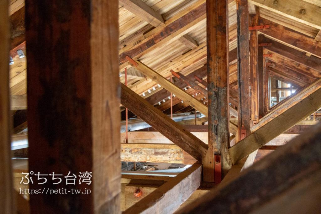 旧台中市役所の屋根裏の梁