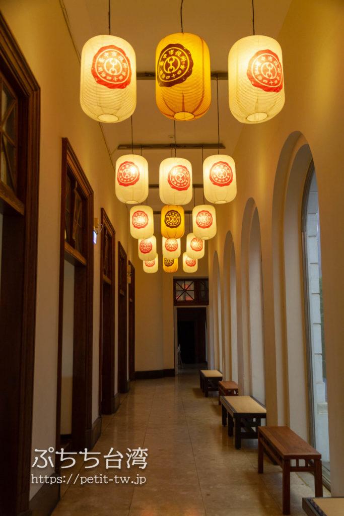 旧台中市役所の1階カフェの廊下