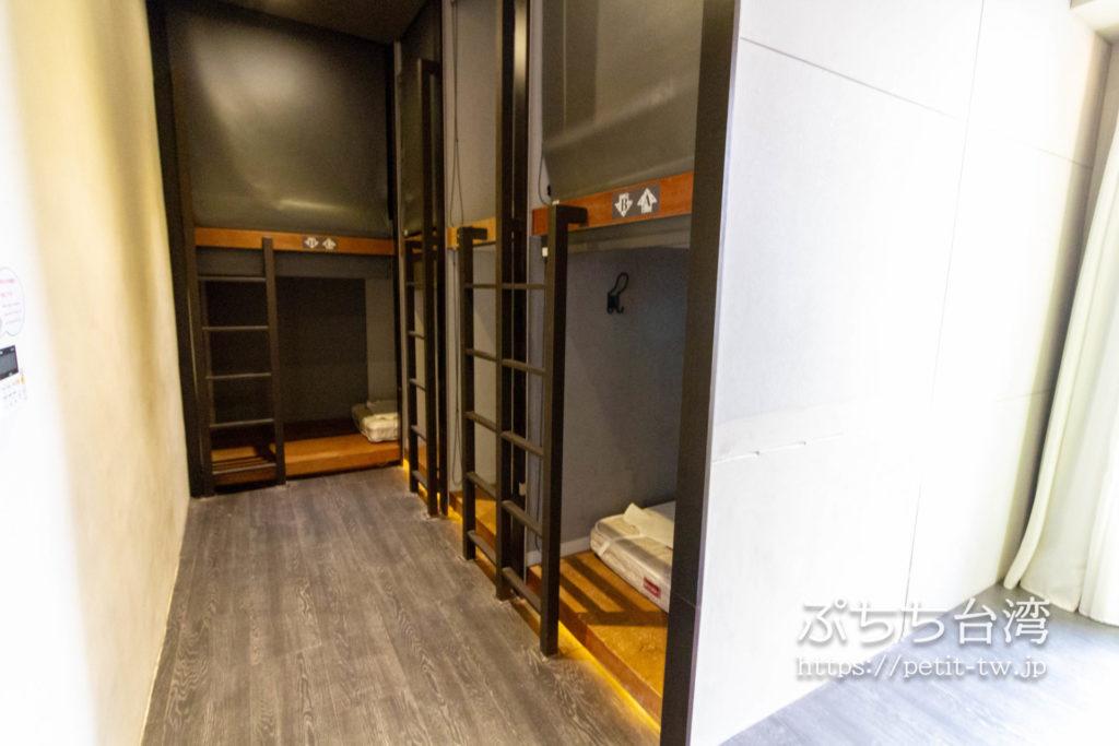 奇異果快捷旅店站前二店 KIWI EXPRESS HOTEL-Taichung Station Branch 2のドミトリーの部屋