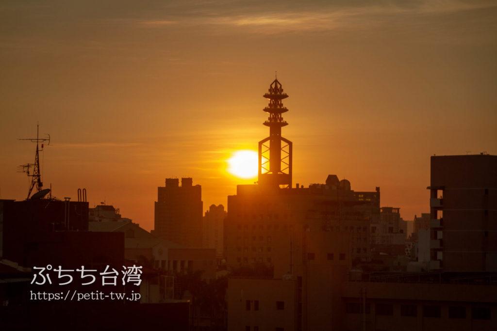 奇異果快捷旅店站前二店 KIWI EXPRESS HOTEL-Taichung Station Branch 2の共用ラウンジからの夕日の眺望