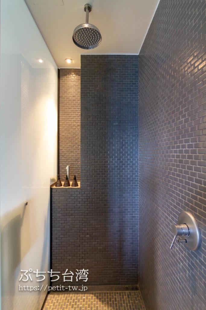 ザ ラルー サンムーンレイク 涵碧樓の客室のシャワールーム