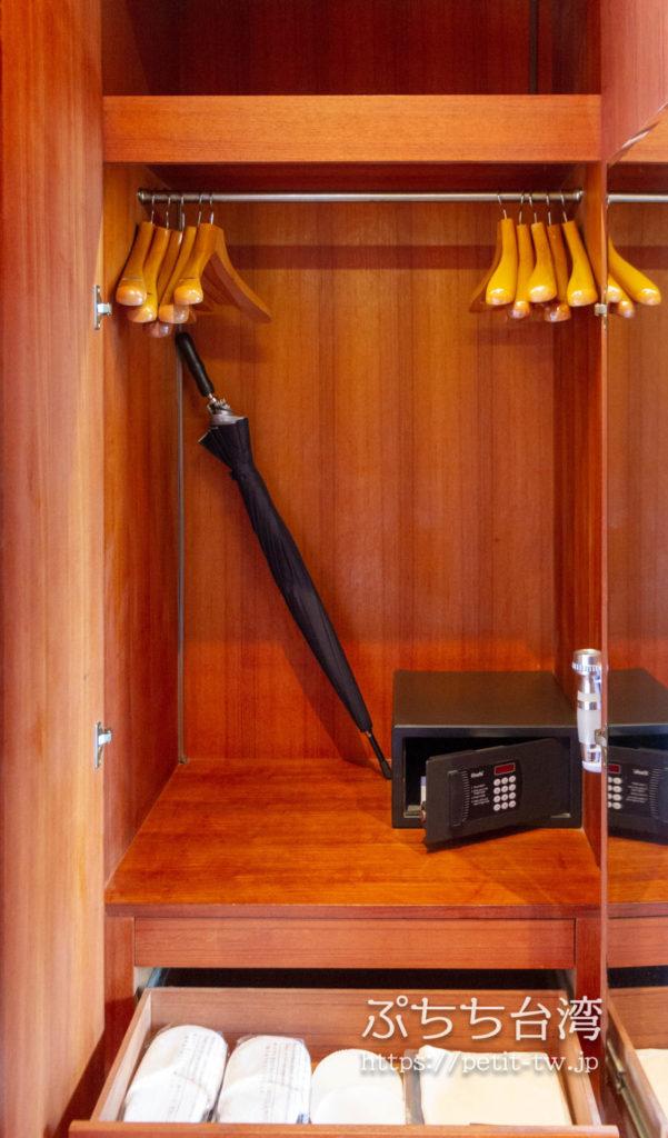 ザ ラルー サンムーンレイク 涵碧樓の客室のロッカーとセキュリティーボックス
