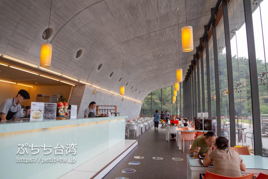 日月潭の向山ビジターセンターのカフェ