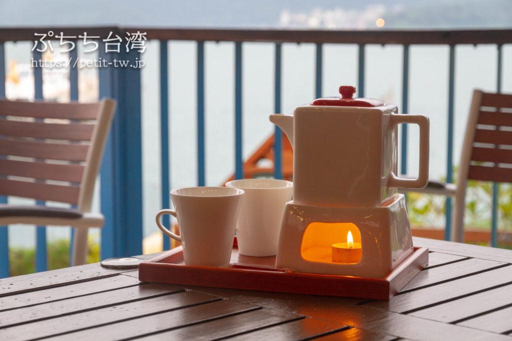 Moon Cafe ムーンカフェ 日月潭水上明月咖啡館の店内と眺望とお茶セット