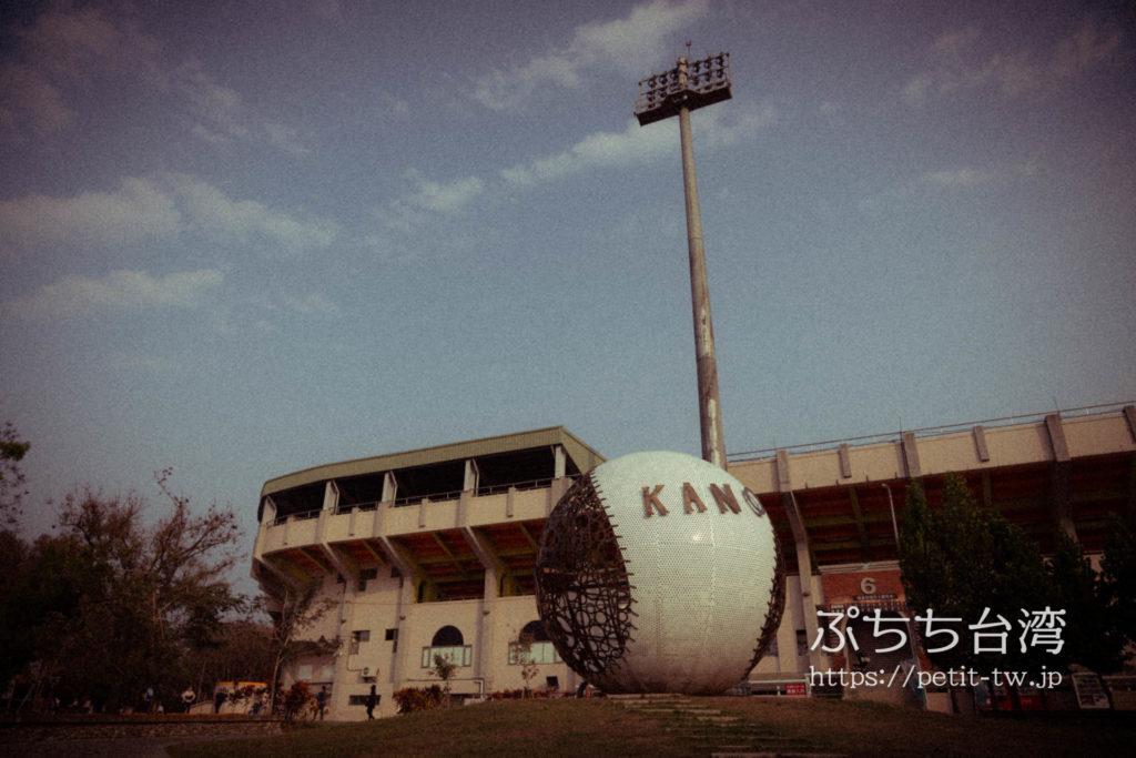 台湾の嘉義の野球場のKANAのオブジェ
