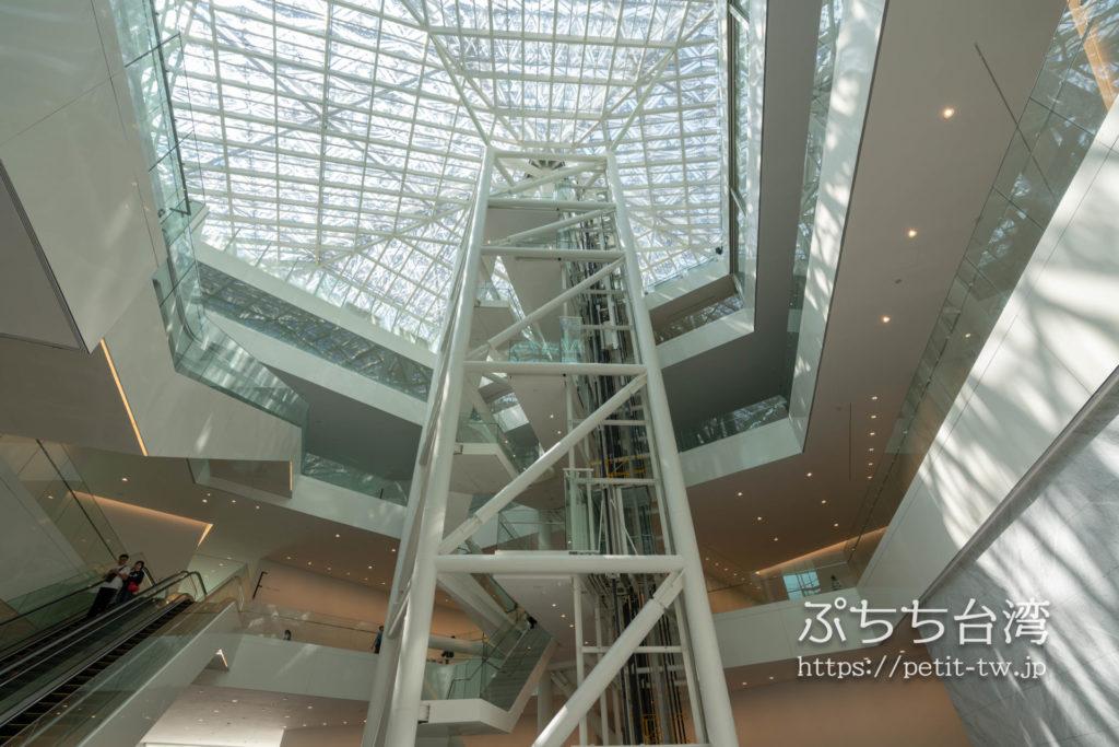 台南市美術館二館の天井ガラス窓