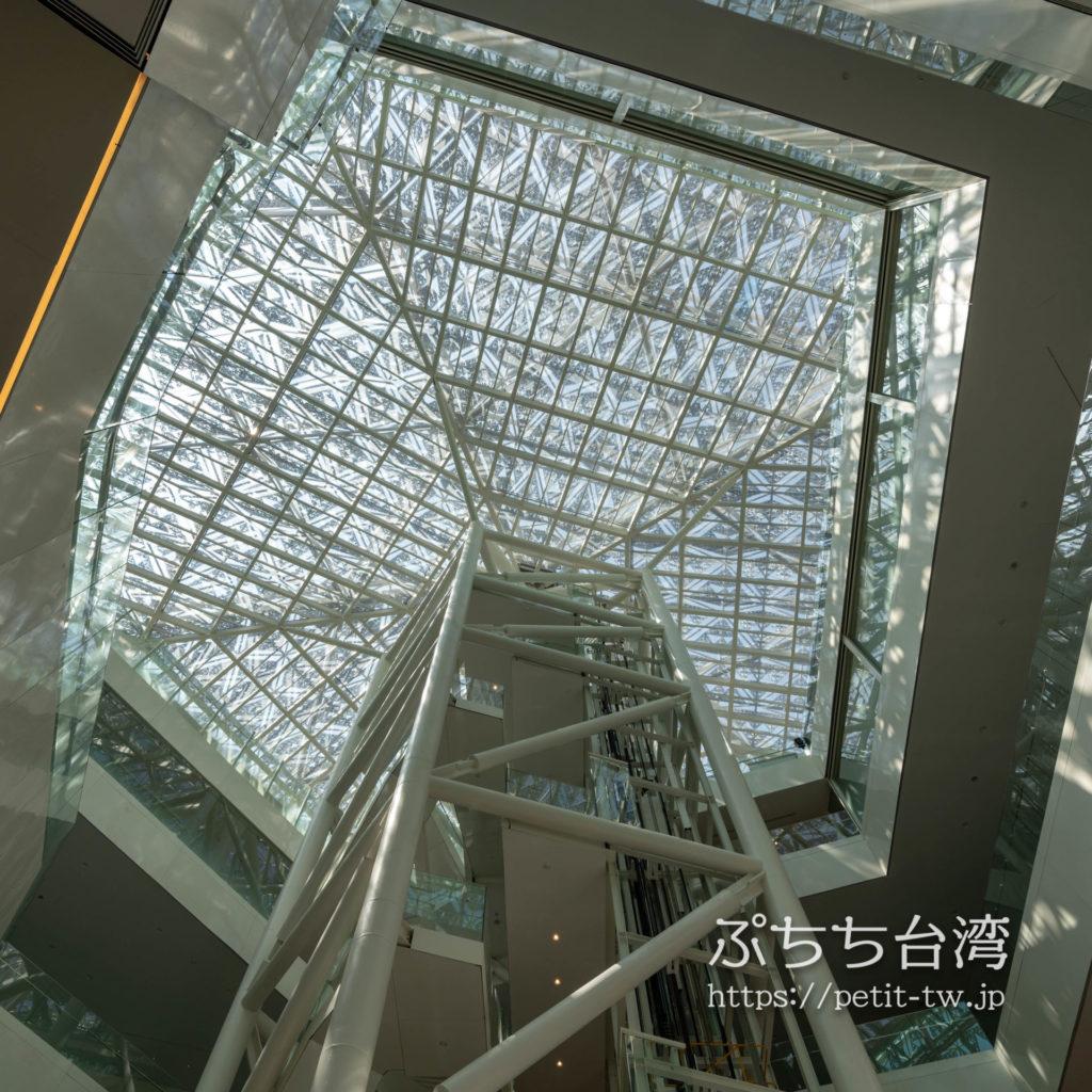 台南市美術館二館の天井ガラス