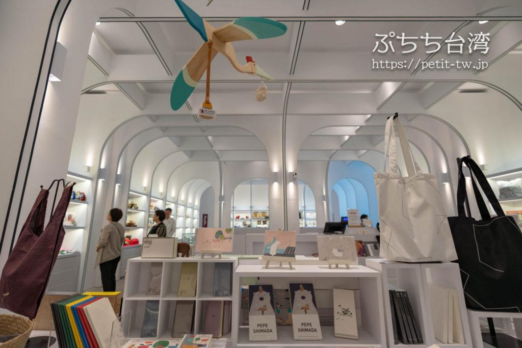 台南市美術館二館のお土産ショップ