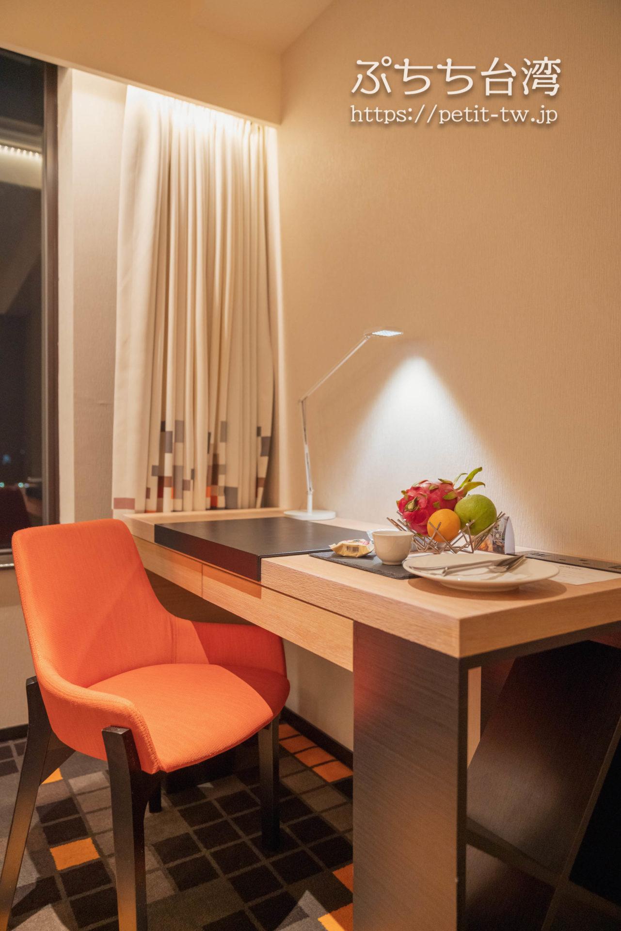 アロフト台北北投 サヴィールーム關渡平原眺め Savvy Guest room, 1 King, Guandu Plain view