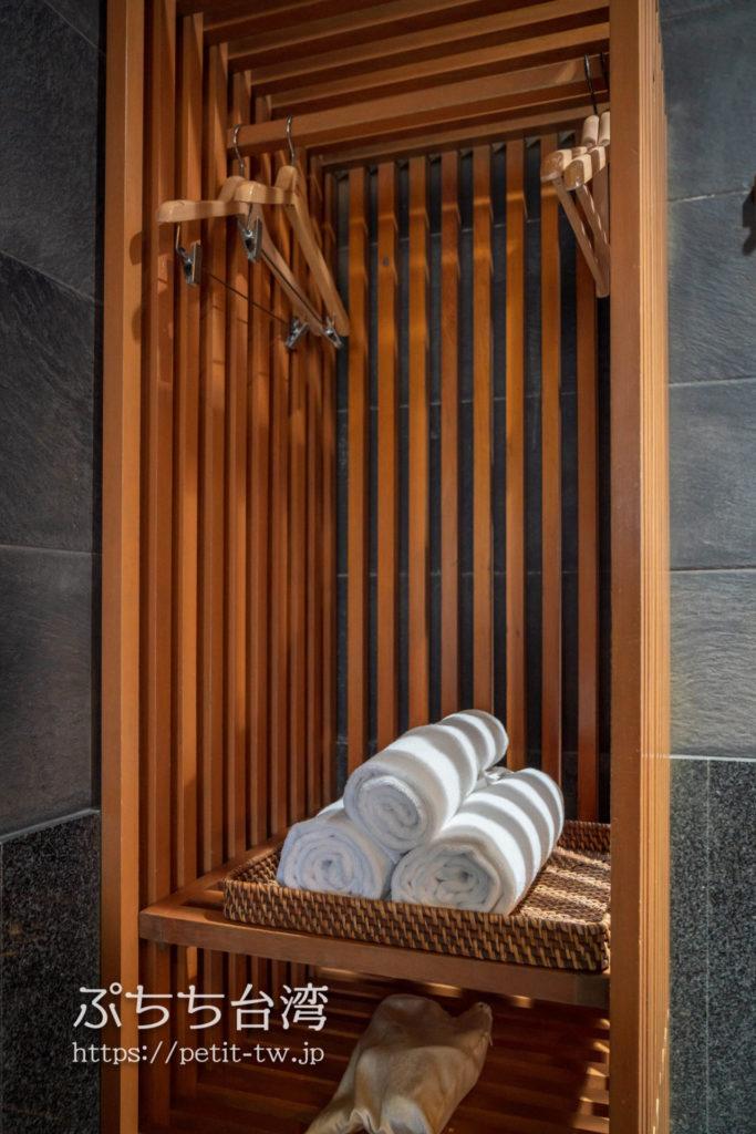 ザガイアホテル(大地酒店)の日帰り温泉施設の貸切個室風呂のロッカー