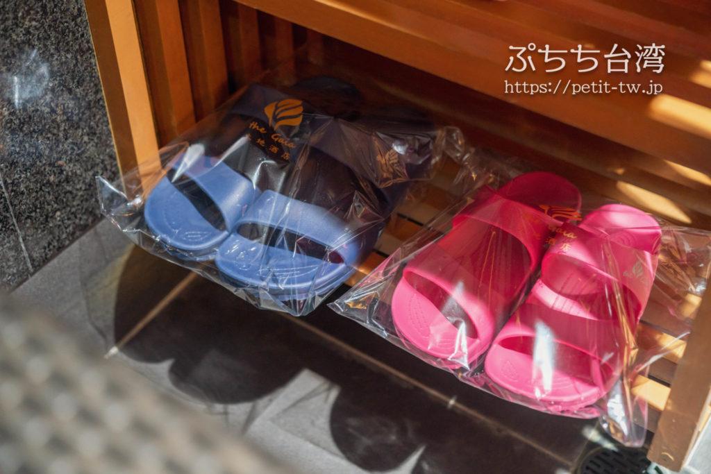 ザガイアホテル(大地酒店)の日帰り温泉施設の貸切個室風呂のサンダル
