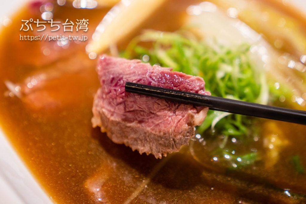 品川蘭の牛肉麺のレア牛肉