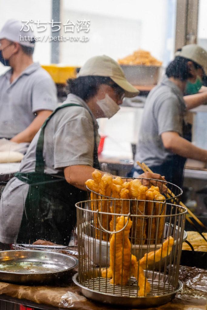 阜杭豆漿(フーハン・ドゥジャン)の店内