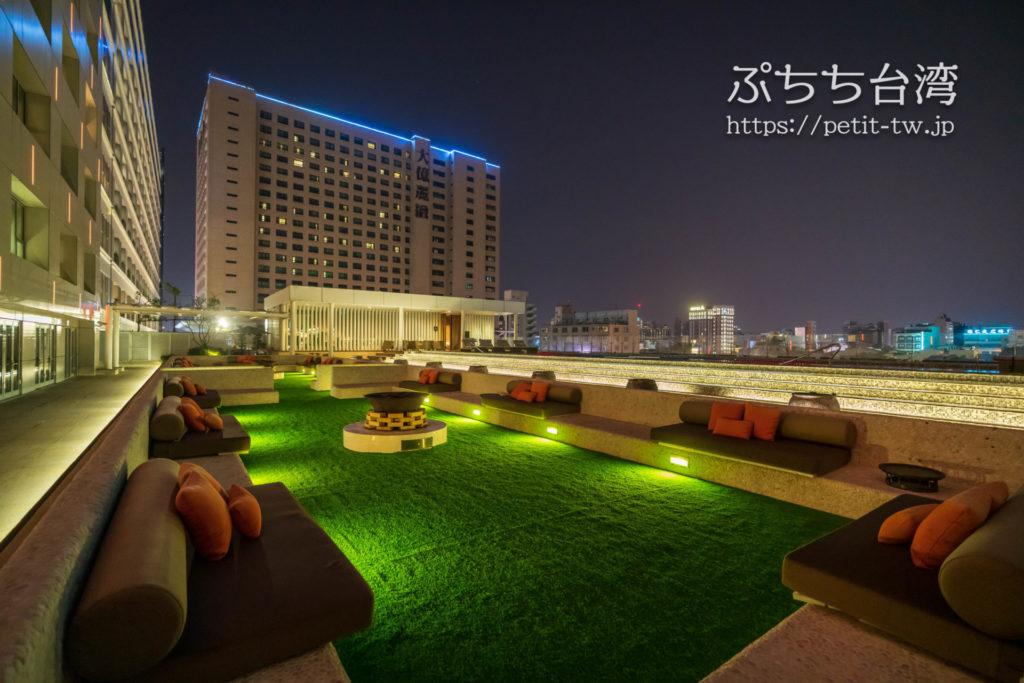 シルクスプレイス台南のプール