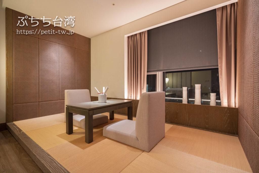 シルクスプレイス台南のジュニアスイートの客室 小上がりの畳スペース