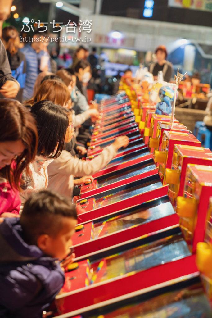 台南の花園夜市のパチンコゲーム