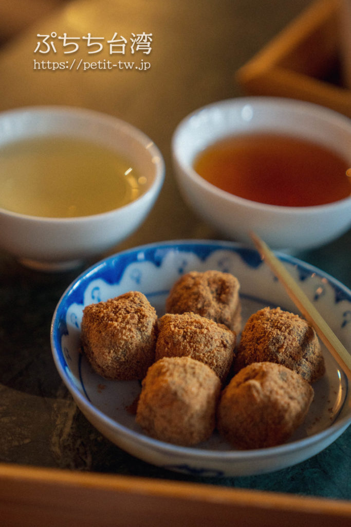 半九十茶屋の台湾茶と茶菓子の黒糖もち