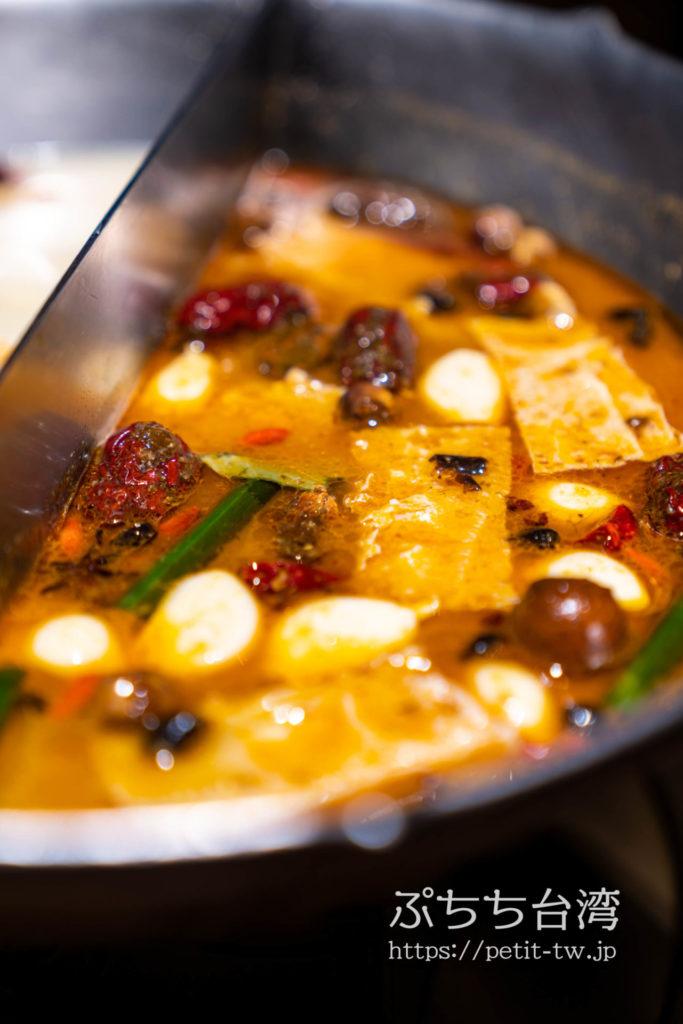 無老鍋の鴛鴦鍋の麻辣スープ