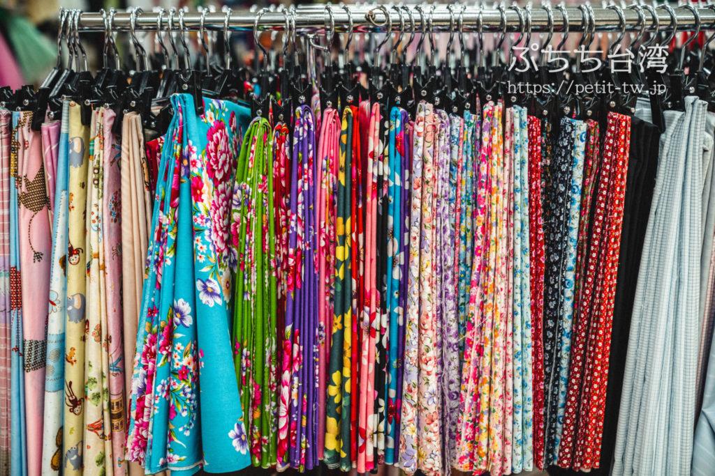 台北の永楽市場の布市場の花布