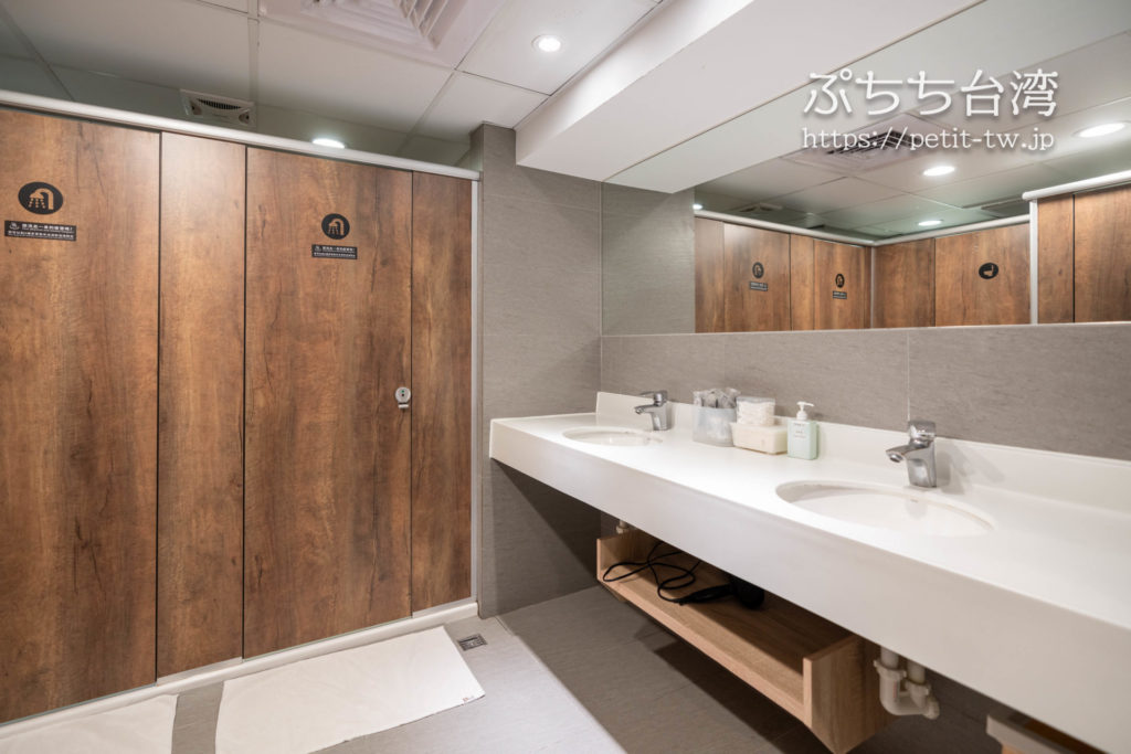 シングルイン高雄ステーションの共用バスルーム