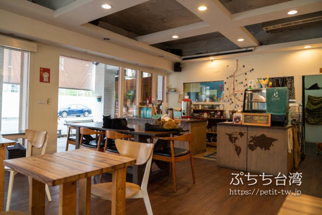高雄の猫カフェ、描Cafe X 屋Brunchの店内