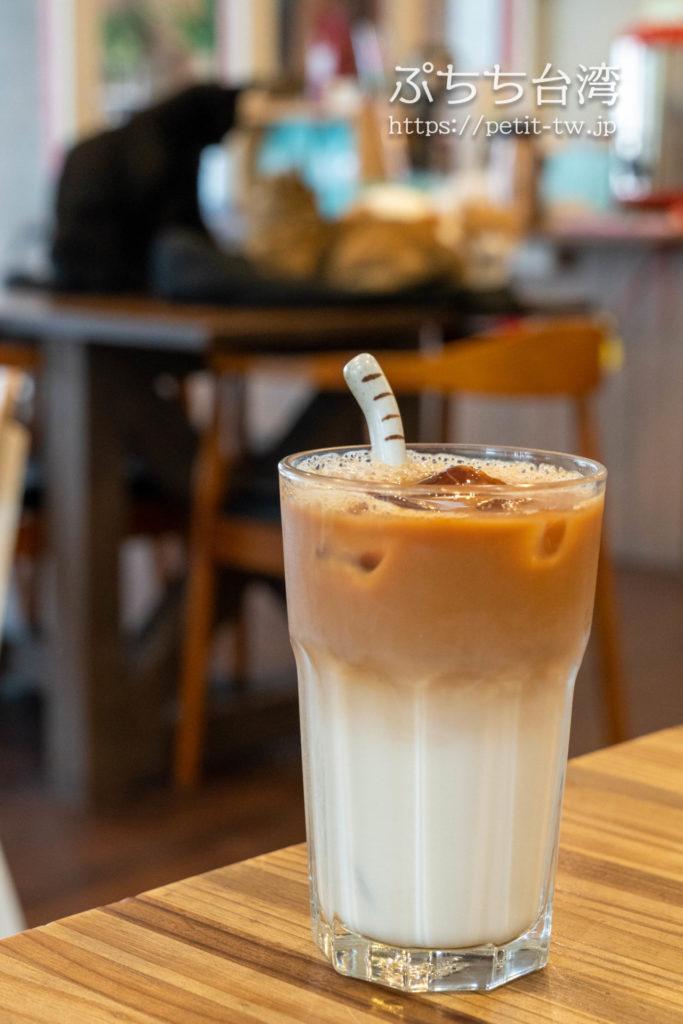 高雄の猫カフェ、描Cafe X 屋Brunchのカフェラテドリンク