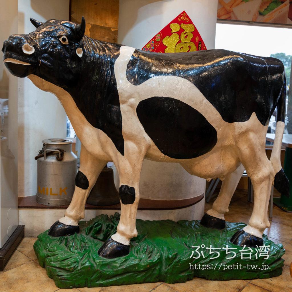 高雄牛乳大王の店内の牛