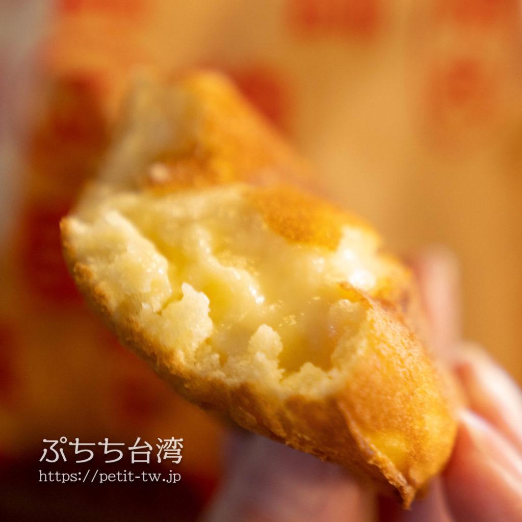 台南武聖夜市のスイーツ屋台の鶏蛋糕(クリーム今川焼き)