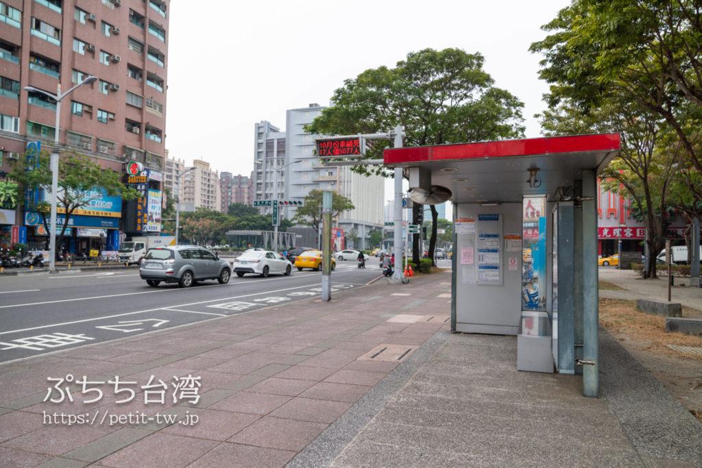 高雄MRT生態園區駅前のバス停留所