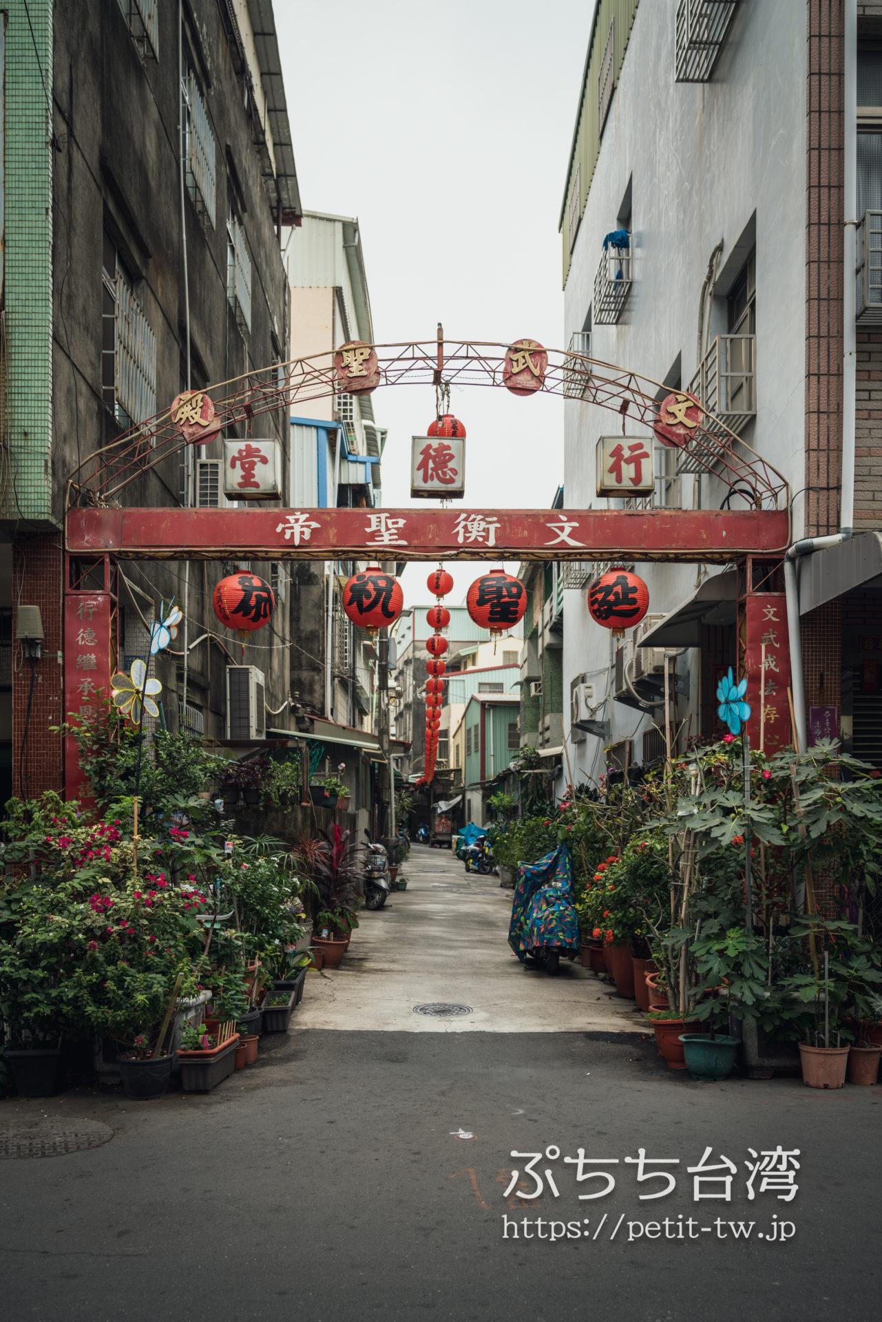 高雄の三鳳中街への入口