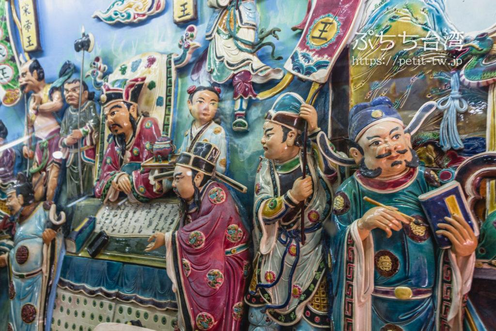 台湾高雄の蓮池潭の龍虎塔の内部