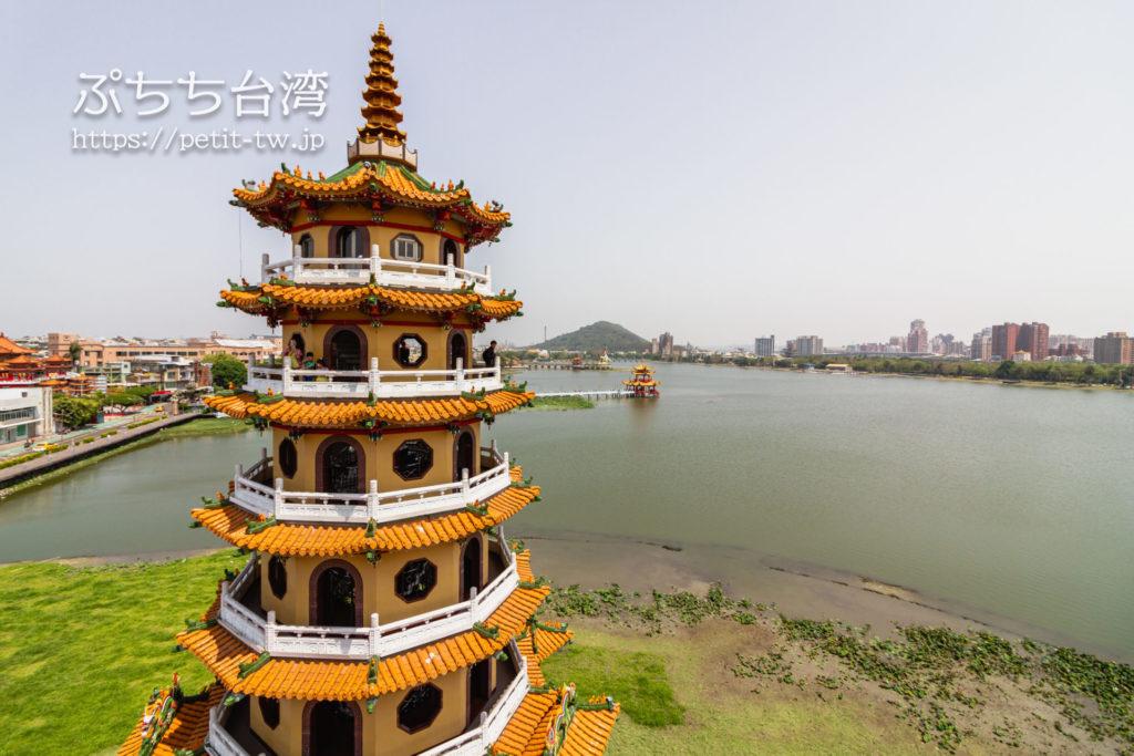 台湾高雄の蓮池潭の龍虎塔