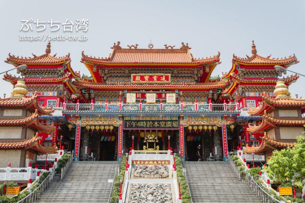 台湾高雄の蓮池潭の啓明堂