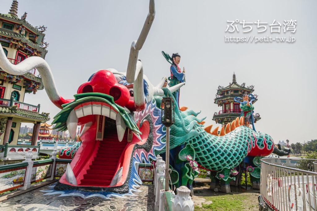 台湾高雄の蓮池潭の春秋御閣