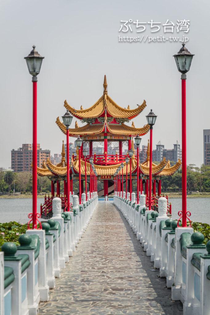 台湾高雄の蓮池潭の五里亭