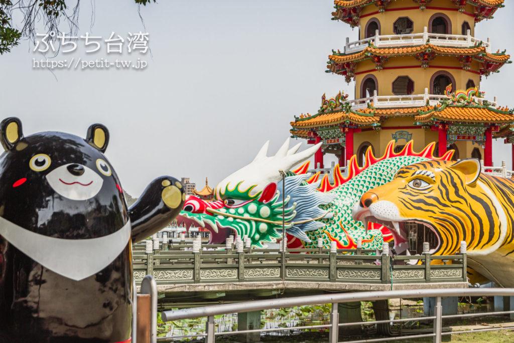 台湾高雄の蓮池潭の龍虎塔の外観