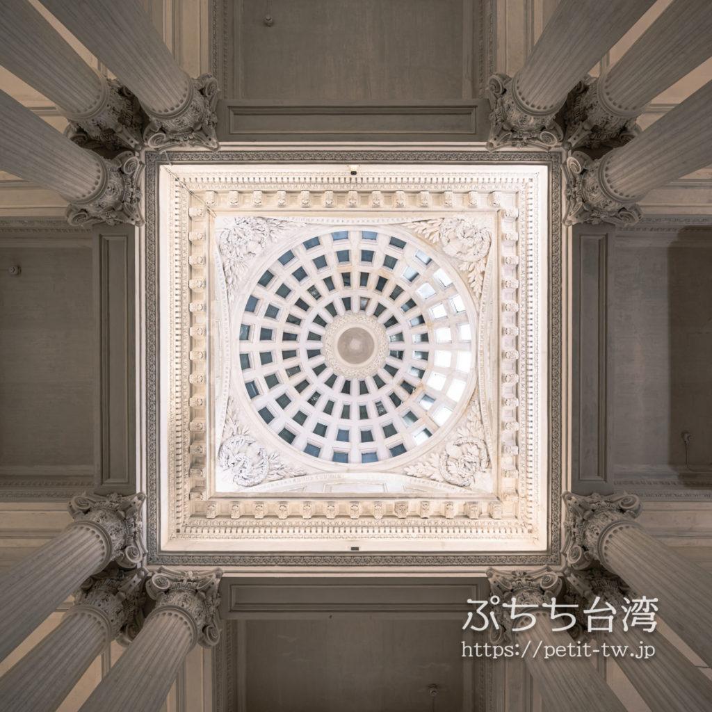 国定古跡台南地方法院(旧台南地方法院)のエントランスロビーの天井、天窓