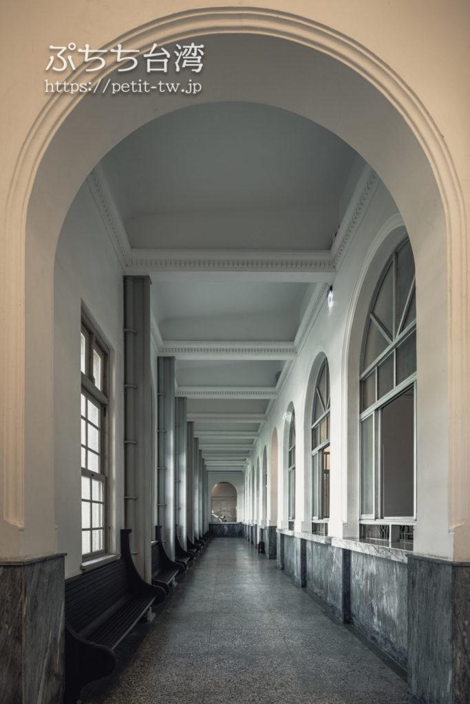 国定古跡台南地方法院(旧台南地方法院)のアーチ回廊