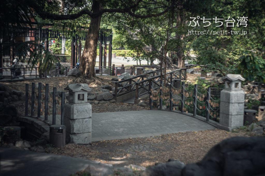 旧台南神社跡地の石橋、成功橋