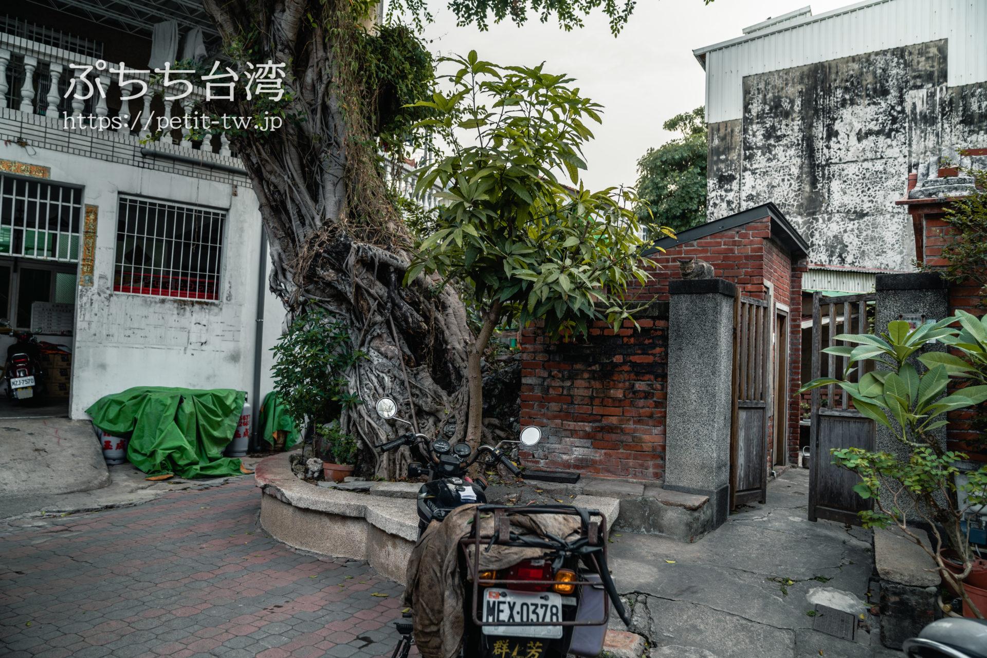 No.23 幽冥劍獅 效忠街73號(文朱殿瓦斯行旁)